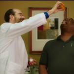 Ο γιατρός μου είναι εθισμένος στα φάρμακα (που μου δίνει) [βίντεο]