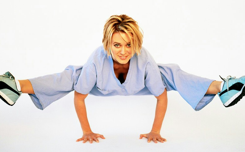 νοσηλεύτρια ιατρος που κάνει γυμναστική. ειδικευόμενοι eidikeuomenoi
