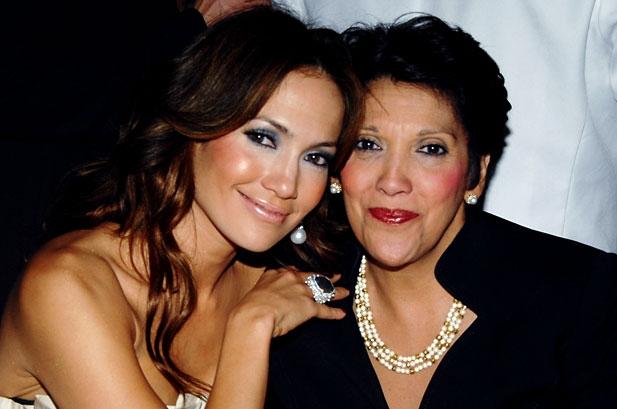 jennifer lopez με τη μητέρα της. ειδικευόμενη eidikeyomeni eidikeuomeni
