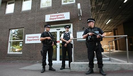 αστυνομία φυλάει νοσοκομείο ειδικευόμενη επίθεση με μαχαίρι eidikeuomenoi iatroi agrotikoi