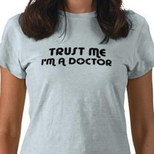 μπλούζα ψεύτικου ιατρού ειδικευόμενοι eidikeuomenoi iatroi