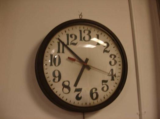 Ρολόι 13 ωρών. Ειδικευόμενοι ιατροί. eidikeyomenoi eidikeuomenoi