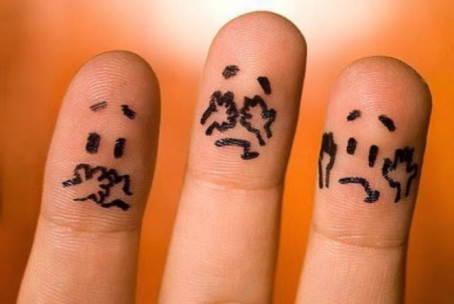 μέγεθος δακτύλου δείχνει τη συμπεριφορά των ανδρών. Δάκτυλα που αγκαλιάζονται. Ειδικευόμενοι ιατροί εξειδικευόμενοι αγροτικοί επικουρικοί eidikeuomenoi eidikeyomenoi